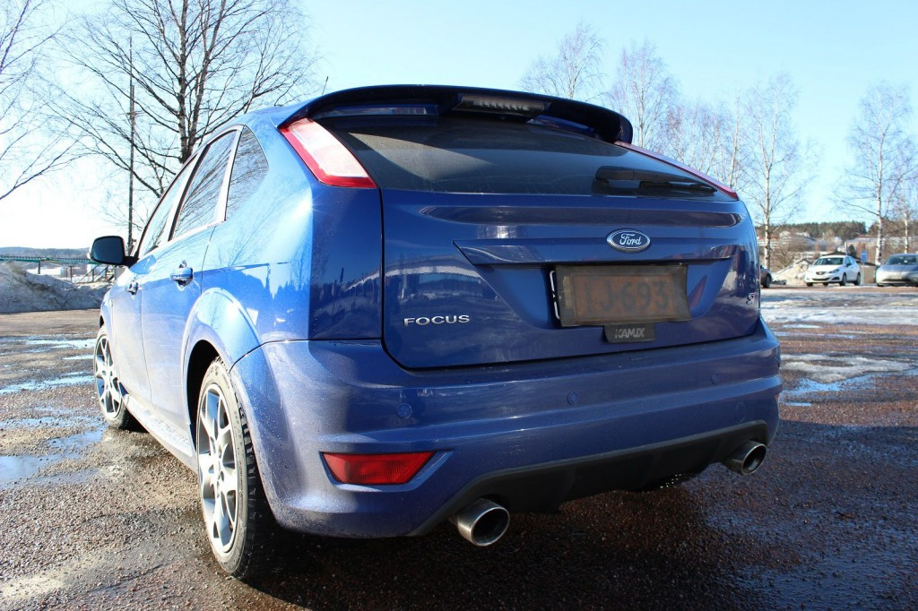 Ford Focus ST60, takaa