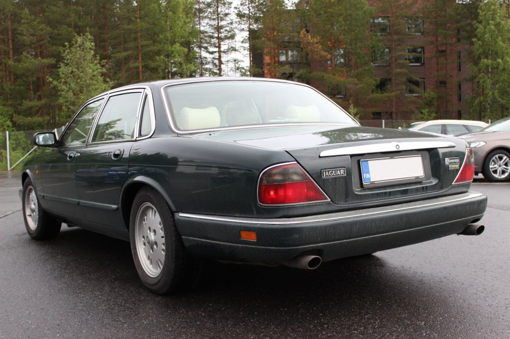 Jaguar XJ6 Sovereign outside